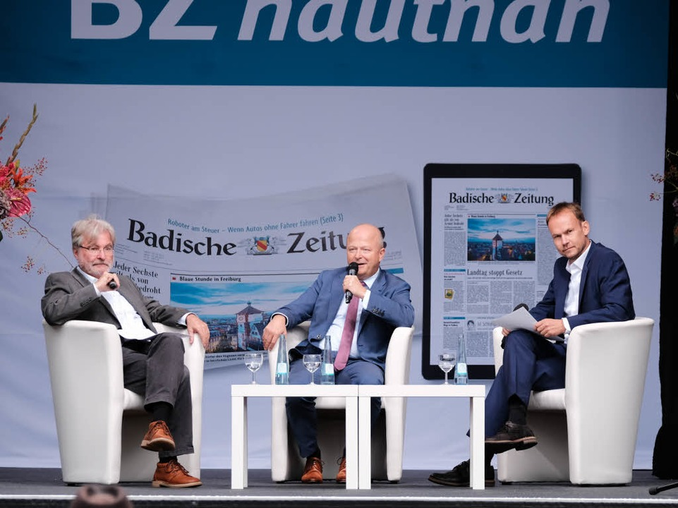 Michael Theurer, umrahmt von BZ-Heraus...r und BZ-Politikchef Dietmar Ostermann  | Foto: Miroslav Dakov