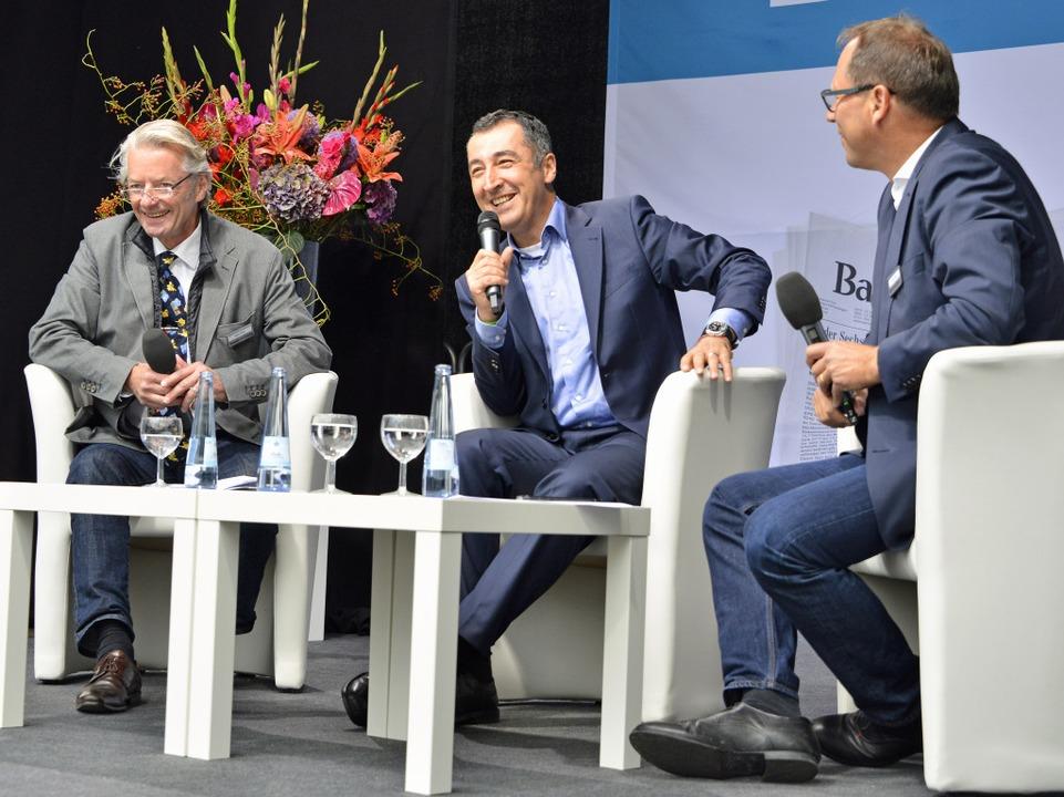 Cem Özdemir (Mitte) beim BZ-Talk mit B...d BZ-Chefreporter Stefan Hupka (links)  | Foto: Michael Bamberger
