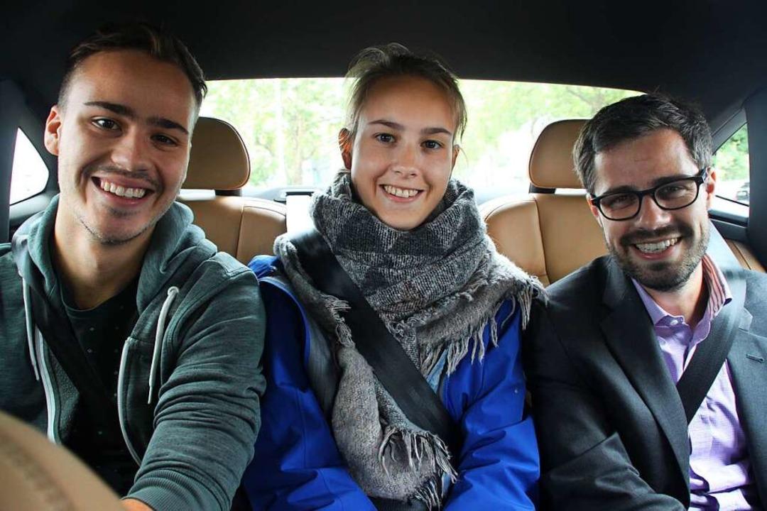 Friedhelm und Annkathrin Egerer mit Julien Bender (SPD) (von links)  | Foto: Moritz Lehmann