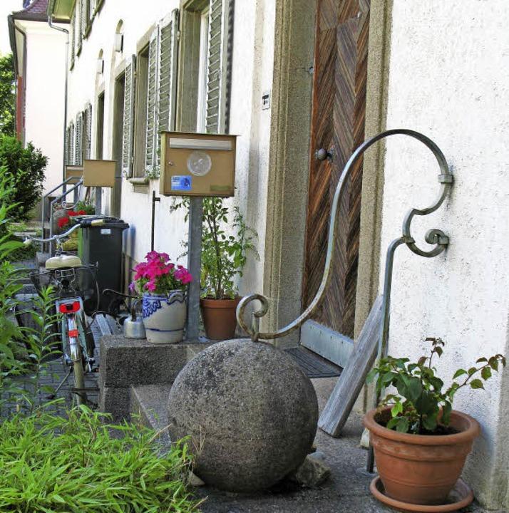 Eine der immer noch erhaltenen Verzier...  den Außentreppen der Uhlbergstraße.   | Foto: Carola Schark