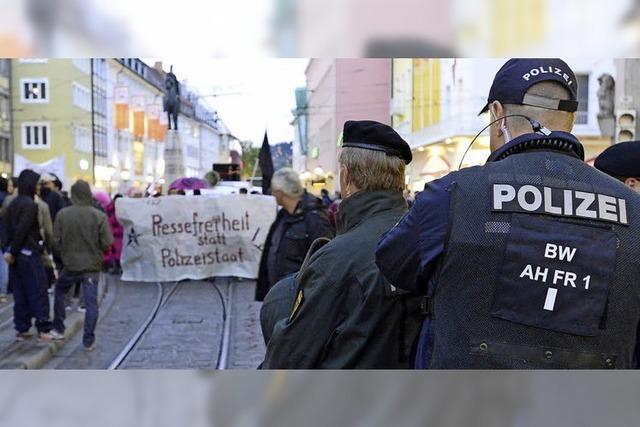 Linke Gruppen demonstrieren gegen