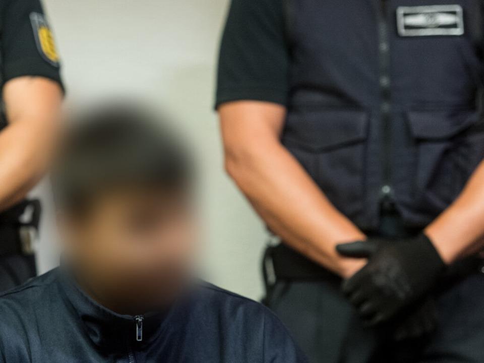 Hussein K. vor Gericht: Ihm wird vorge...urg vergewaltigt und getötet zu haben.  | Foto: dpa