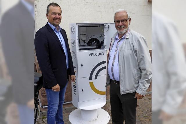Neue E-Ladestation auf Marktplatz eingeweiht