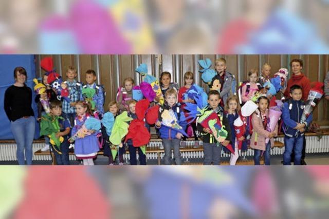 76 Kinder feiern ihre Einschulung