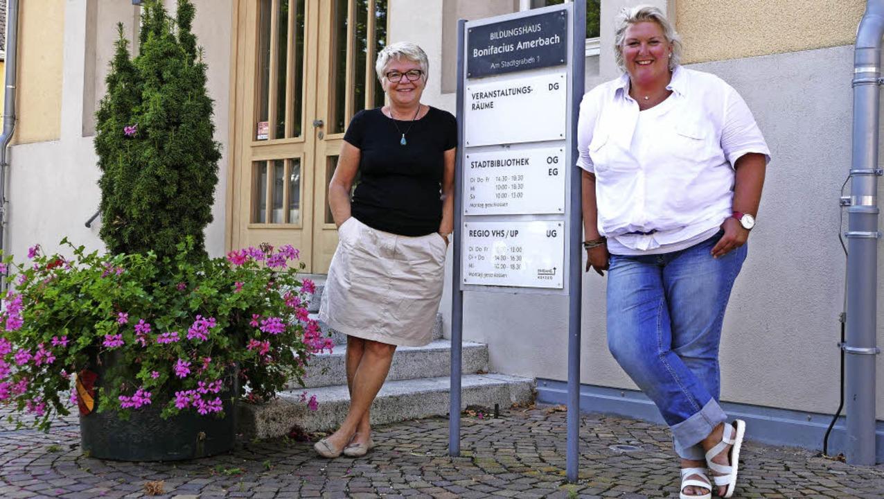 Barbara Vallois (links) und Anita Kern..., in dem sich die Regio VHS befindet.   | Foto: ehmann