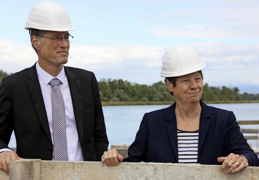 Zwei von der Baustelle: Bundesumweltmi...Einlassbauwerks zum Polder Elzmündung.  | Foto: Erika Sieberts