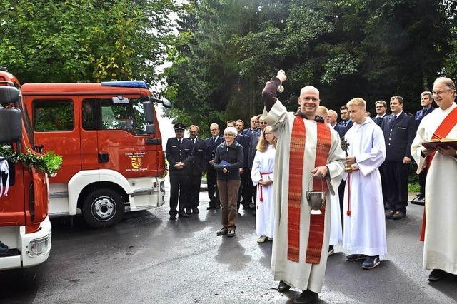 Feuerwehrgerätehaus und zwei Fahrzeuge geweiht