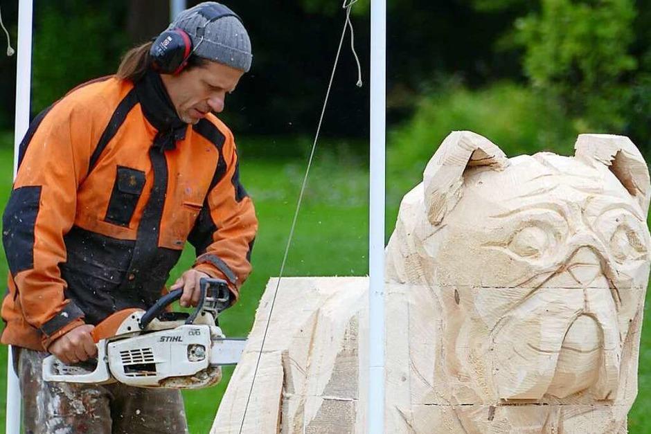 Peer Oliver Nau bei der Arbeit an seinem Mops (Foto: Lena Marie Jörger)