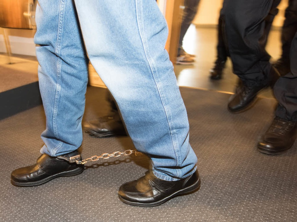 Geständnis in Fesseln: Hussein K. vor Gericht    | Foto: dpa