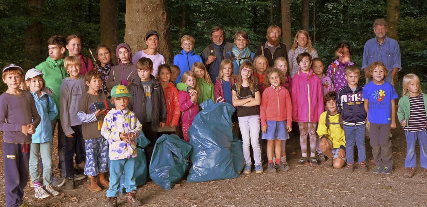 Säckeweise Müll sammelten die Kinder im Eichwald.   | Foto: Privat