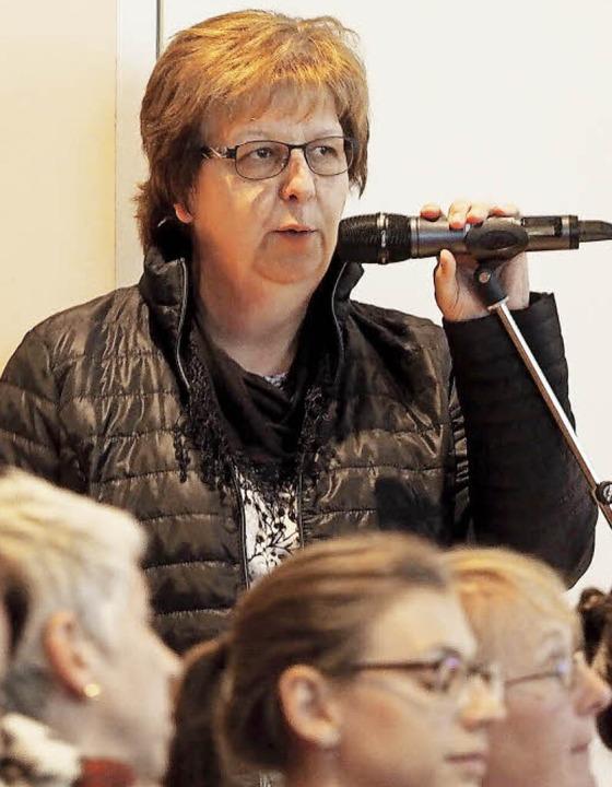 Bürger können Fragen stellen – wie hier Ruth Andris vom Raimartihof.    Foto: Susanne Gilg