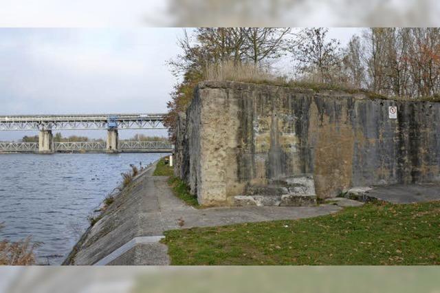 Historiker erneuernText für Gedenktafel am Märkter Bunker