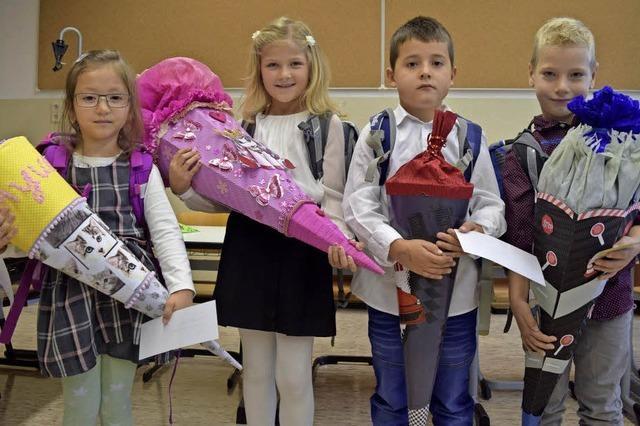 Mit der Tüte in die Schule