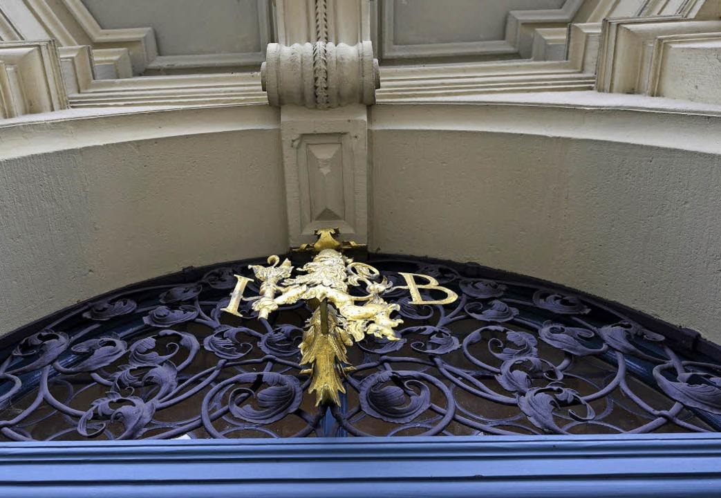 Das Wappen über der Tür  | Foto: Ingo Schneider