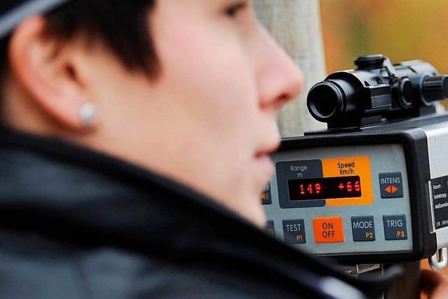 Kontrolle: Autofahrer greift Politesse in Lörrach an und tritt sie