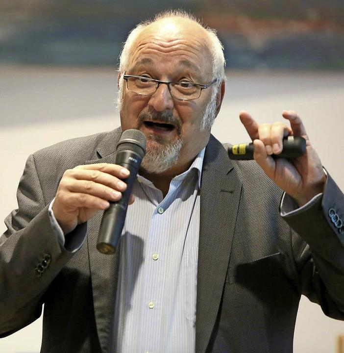 Der Freiburger Rüstungskritiker Jürgen Grässlin in Aktion     Foto: C. Breithaupt