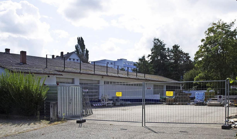 Das Areal des früheren  Reifenhandels Wolf an der Platanenallee   | Foto: Mps