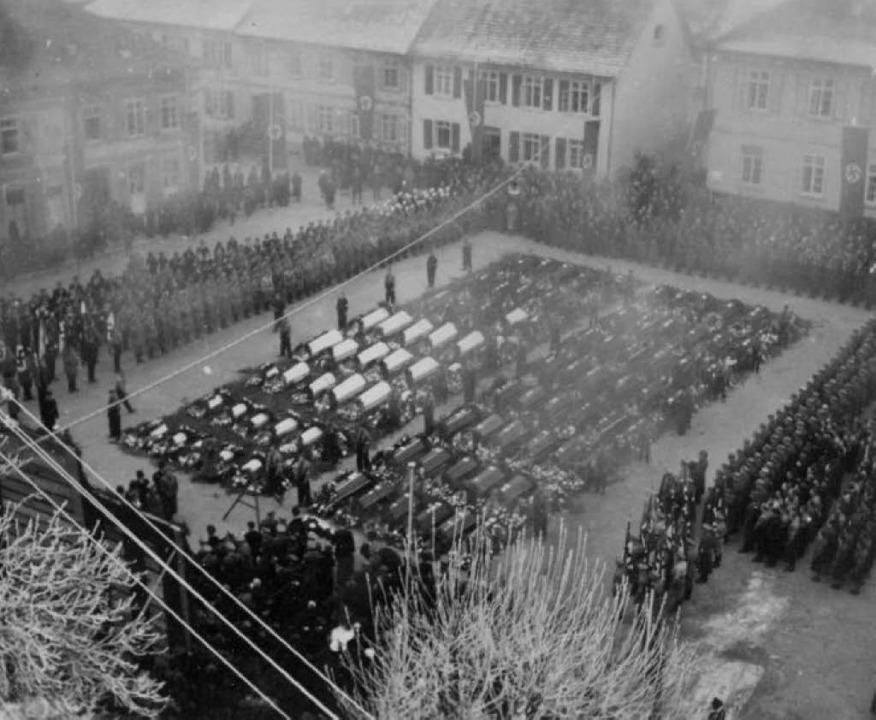 Die Trauerfeier in Marktdorf, auf der auch Gauleiter Robert Wagner sprach.  | Foto: Repro: Bernnat