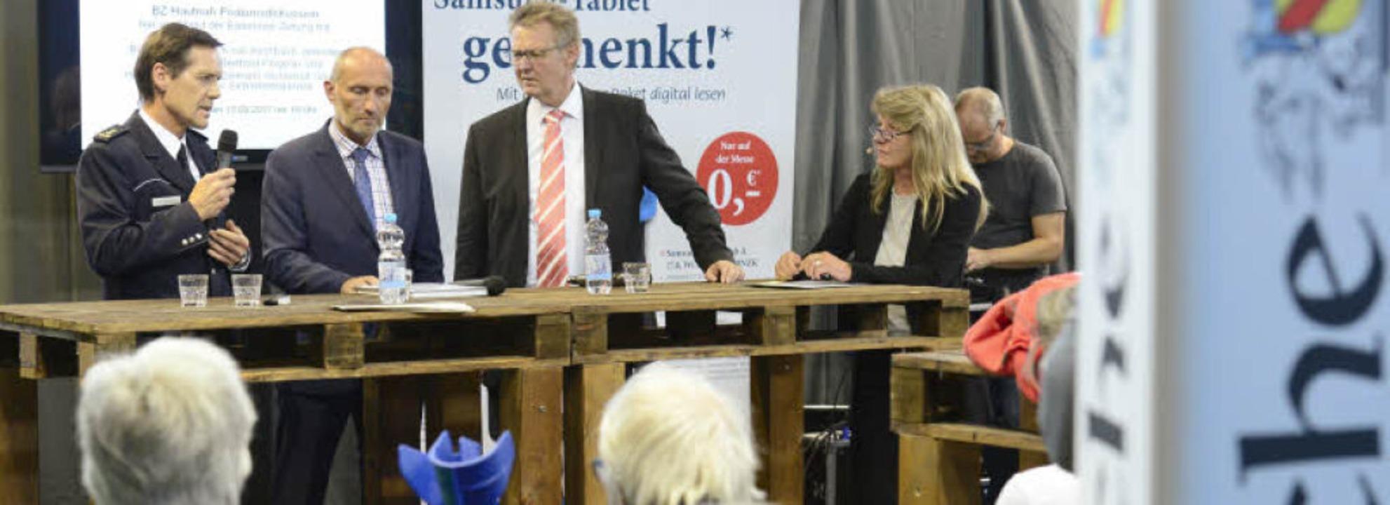 Über Sicherheit diskutierten auf der B...oderatorin Conny Hodeige (von links).   | Foto: schneider