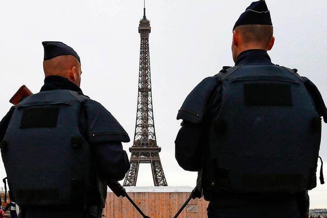 Terrorgefahr: Eiffelturm hinter Glas und Gittern