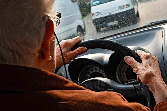 Auto nach Zusammenprall in Brand geraten – 20.000 Euro Sachschaden