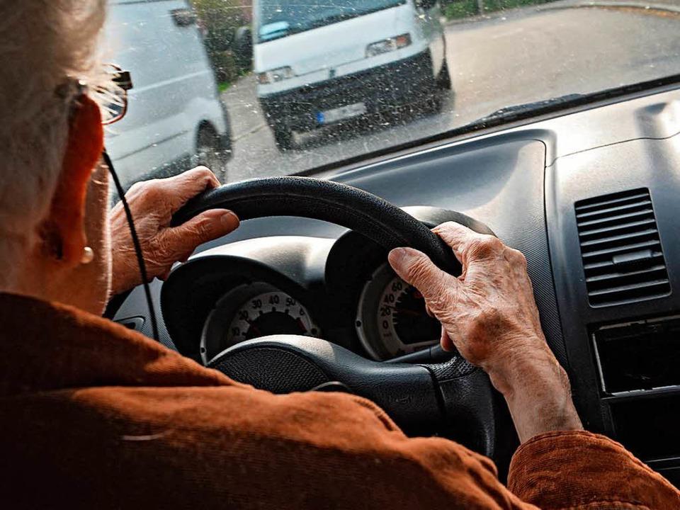 Ein älterer Fahrer (Symbolfoto)  | Foto: dpa