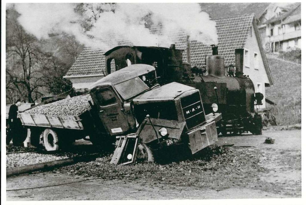 In Atzenbach stießen kurz nach dem Zwe... unbeschrankten Bahnübergang zusammen.  | Foto: Archiv Benno Dörflinger