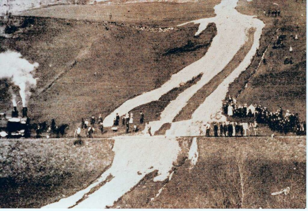 Im Jahr 1910 blockierte ein Erdrutsch auf der Kandermatt in Todtnau das Gleis.  | Foto: Archiv Benno Dörflinger