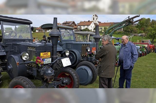 Selbstgemachtes und eine bunte Schau historischer Traktoren