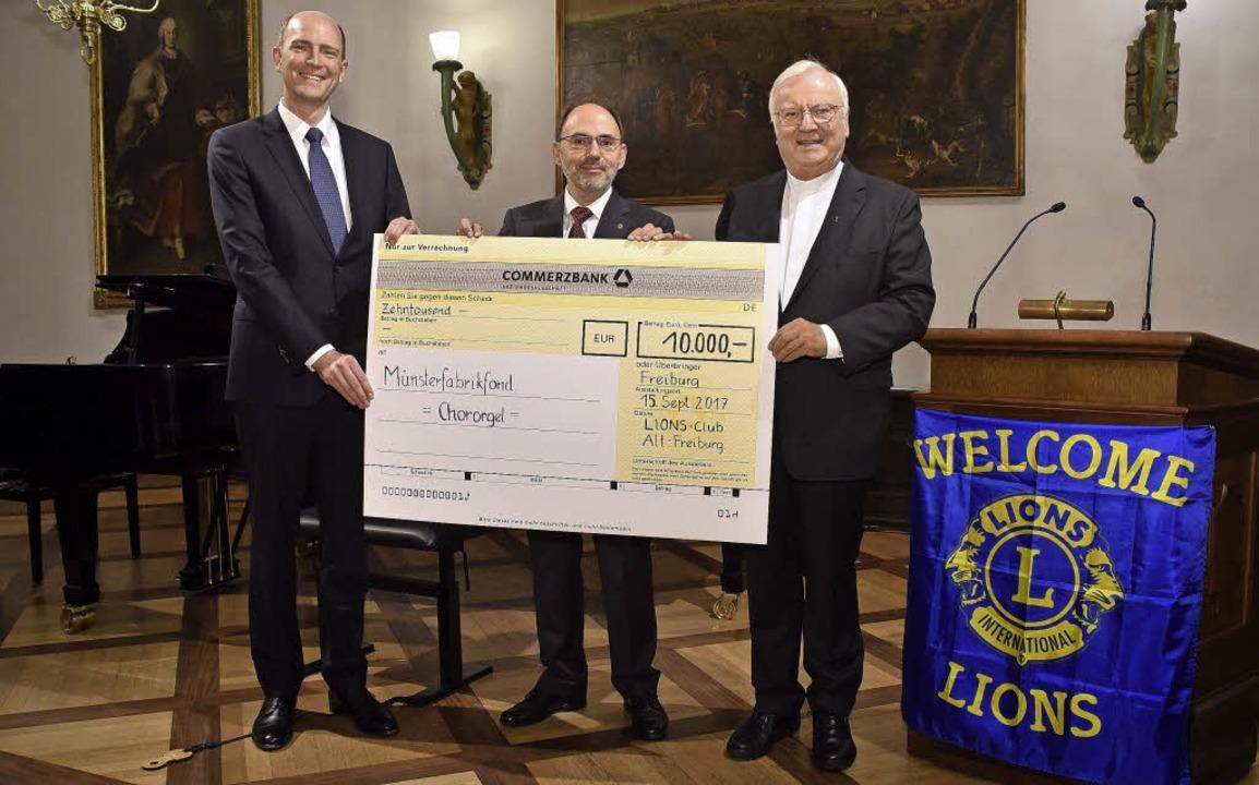 Jan Kühle (Münster-Fabrikfonds), Micha...d Dompfarrer Wolfgang Gaber (v. links)    Foto: kunz