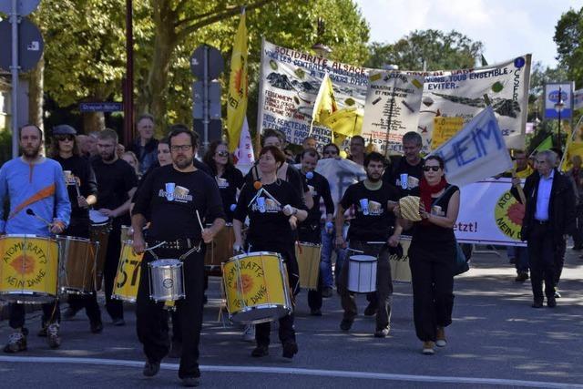 1300 Menschen fordern Stilllegung des AKW Fessenheim