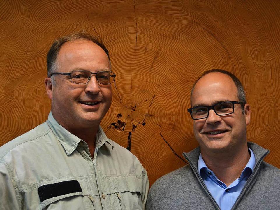 Ulrich Kohnle (links) und Jörg Kleinschmit von der FVA Freiburg    | Foto: Anika Maldacker