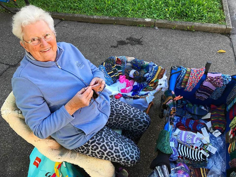 Mit Leidenschaft dabei: Luise Rüdiger ...warme Socken für die kalte Jahreszeit.  | Foto: Dorothee Soboll