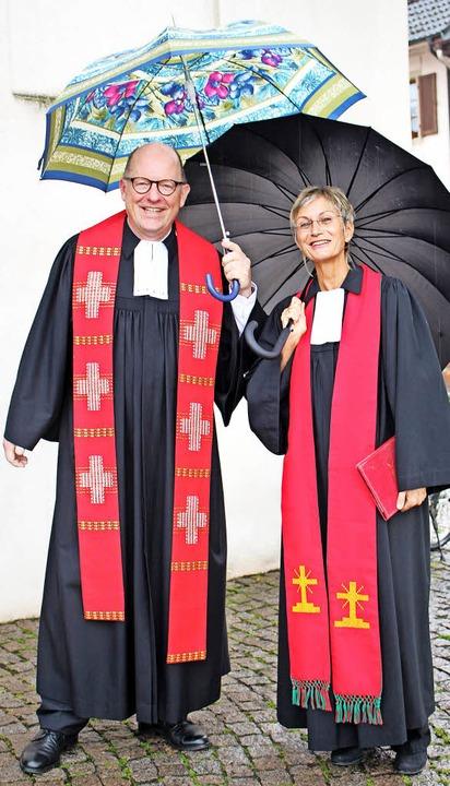 Pfarrer Jochen Eber und Dekanin Bärbel Schäfer nach dem Einführungsgottesdienst   | Foto: bertsch