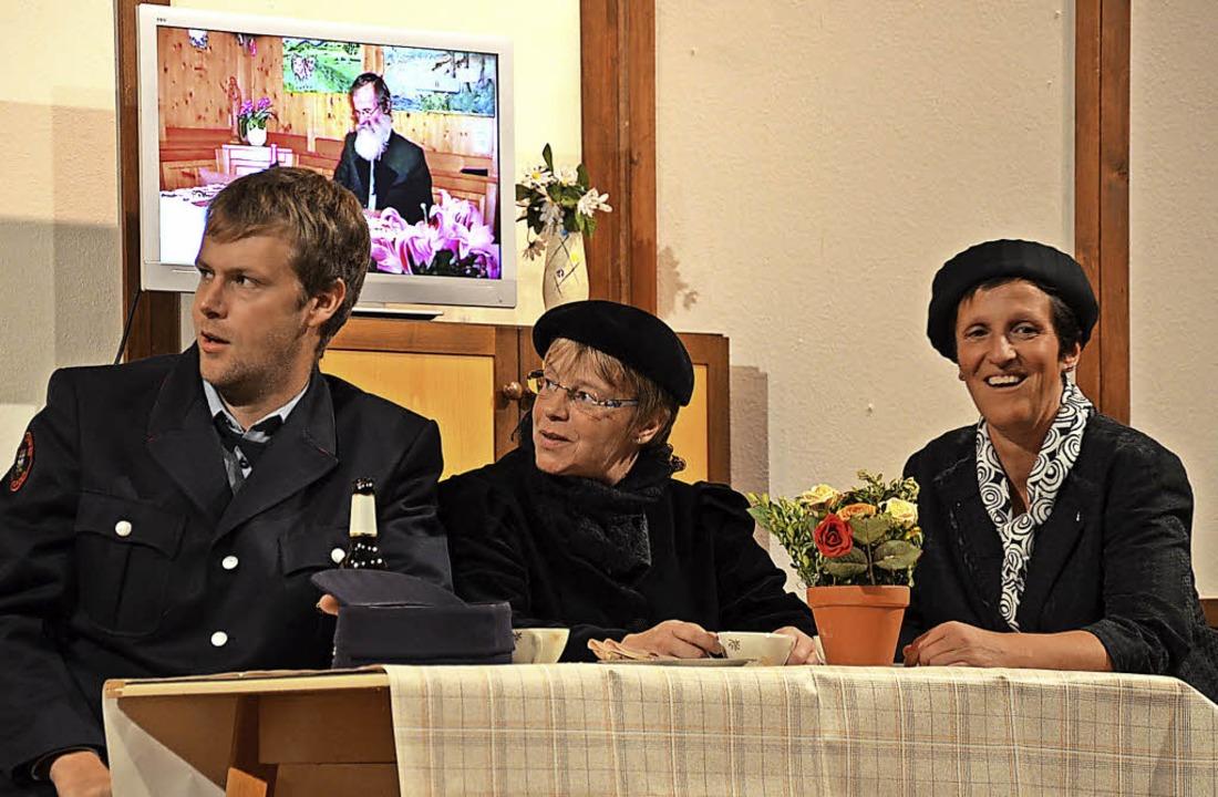 Im zweiten Akt spricht Onkel Herrmann aus dem  Bildschirm.  | Foto: Alexandra Wehrle
