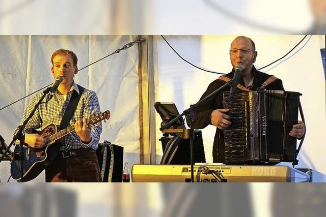 Mit Hüpfburg, Haxen und Musik