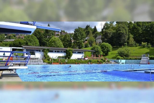 Zeller Schwimmbad verliert Wasser