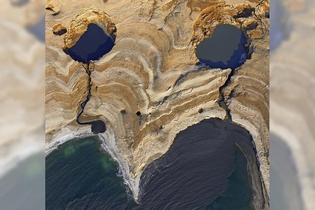 Das Tote Meer trocknet aus - Sinklöcher sind Gefahr für Anwohner und Touristen