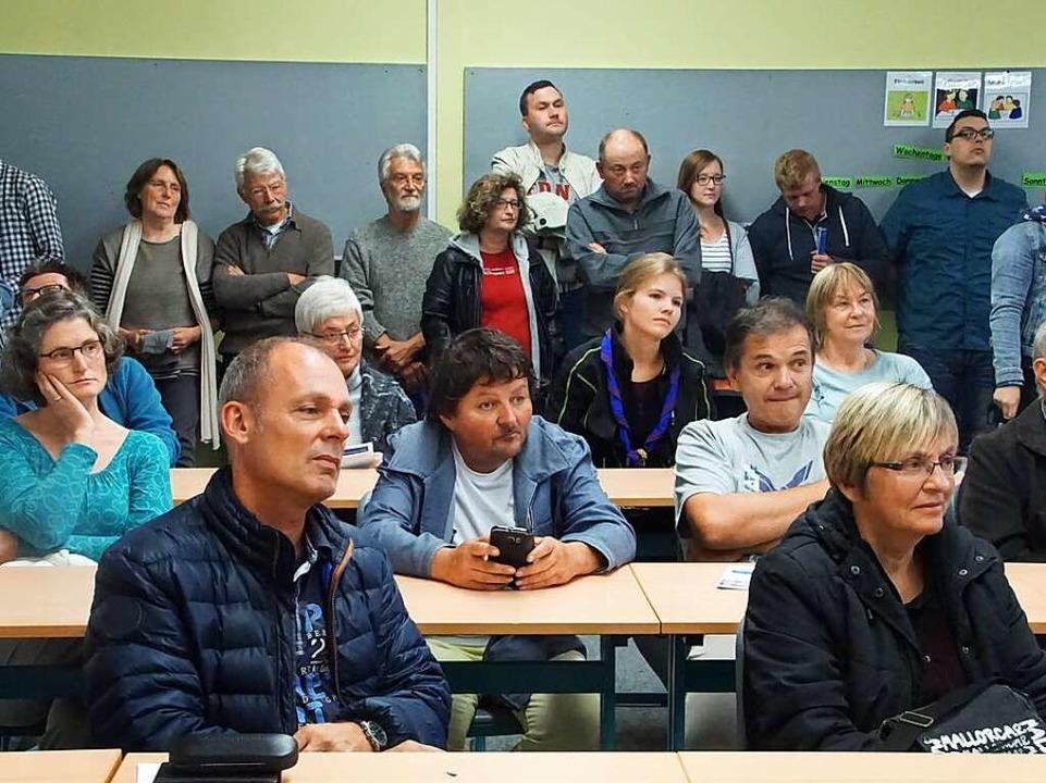 In fünf Klassenzimmern konnten die Bes...ürgermeisterkandidaten Fragen stellen.    Foto: Ilona Huege