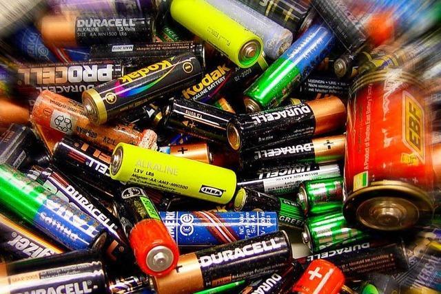 Ist eine leere Batterie leichter als eine volle?