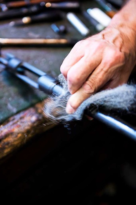 Polieren, polieren, polieren – ein Büchsenmacher tut, was er kann.    Foto: Paul Jaroslawski