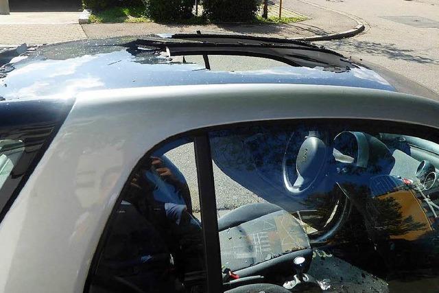 Glasdach von Auto in Kollnau zerschlagen