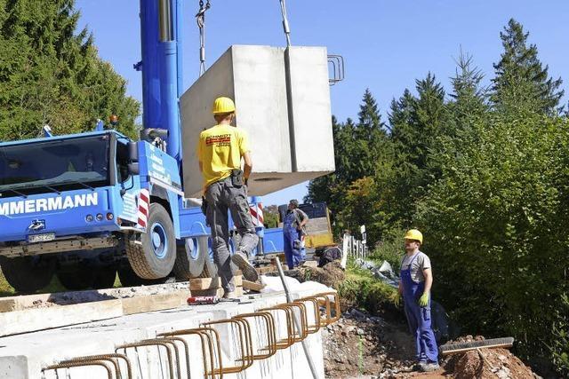 99 Tonnen halten Landesstraße in Form