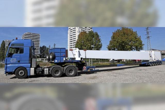 Pylon für die Brücke ist in Lahr angekommen