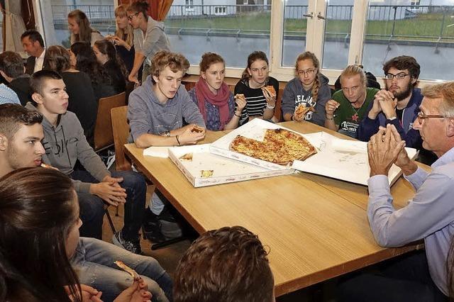 Politik mit Pizza schmeckt der Jugend