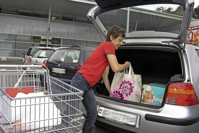 Die Schweizer kaufen weniger ein