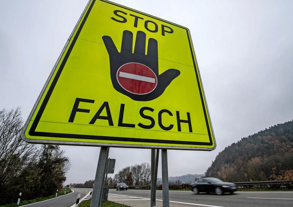 Warnschilder sollen Geisterfahrer stoppen.     Foto: dpa