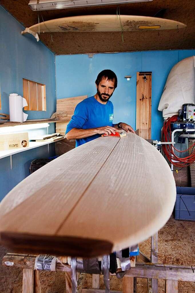yellowfoot baut einzigartige surfbretter aus holz in freiburg wirtschaft regional badische. Black Bedroom Furniture Sets. Home Design Ideas
