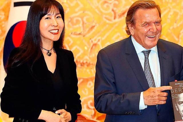 Ex-Kanzler Gerhard Schröder ist wieder liiert
