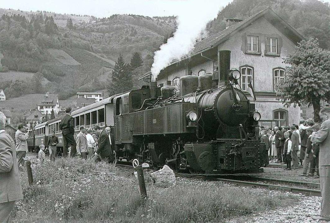 Der letzte Sonderzug kommt 1967 im Todtnauer Bahnhof an (Archivbild).  | Foto: Archiv Benno Dörflinger